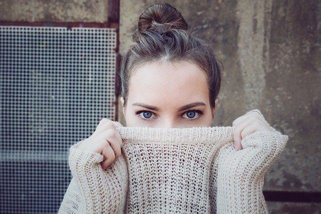 jak usunąć wąsik kobiecy w domu