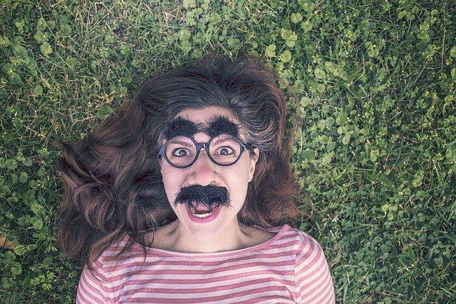 jak usunąć wąsik kobiecy